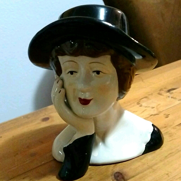 "Vintage Lady Pottery Glazed Display 5.5"" EUC"